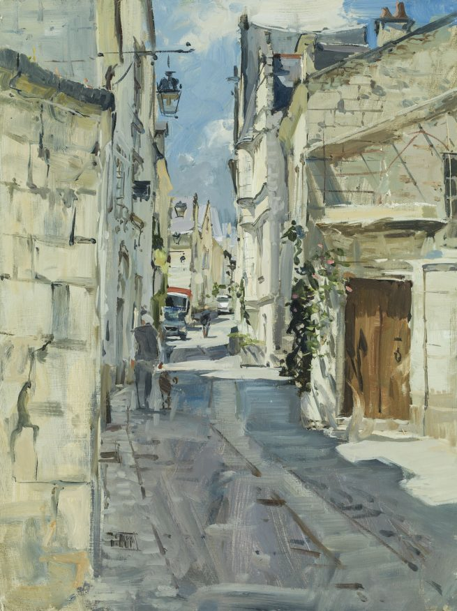 Lunchtime: a street in Chinon